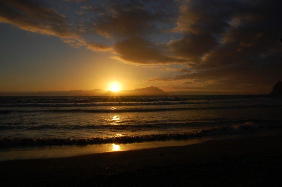 Onde e tramonto