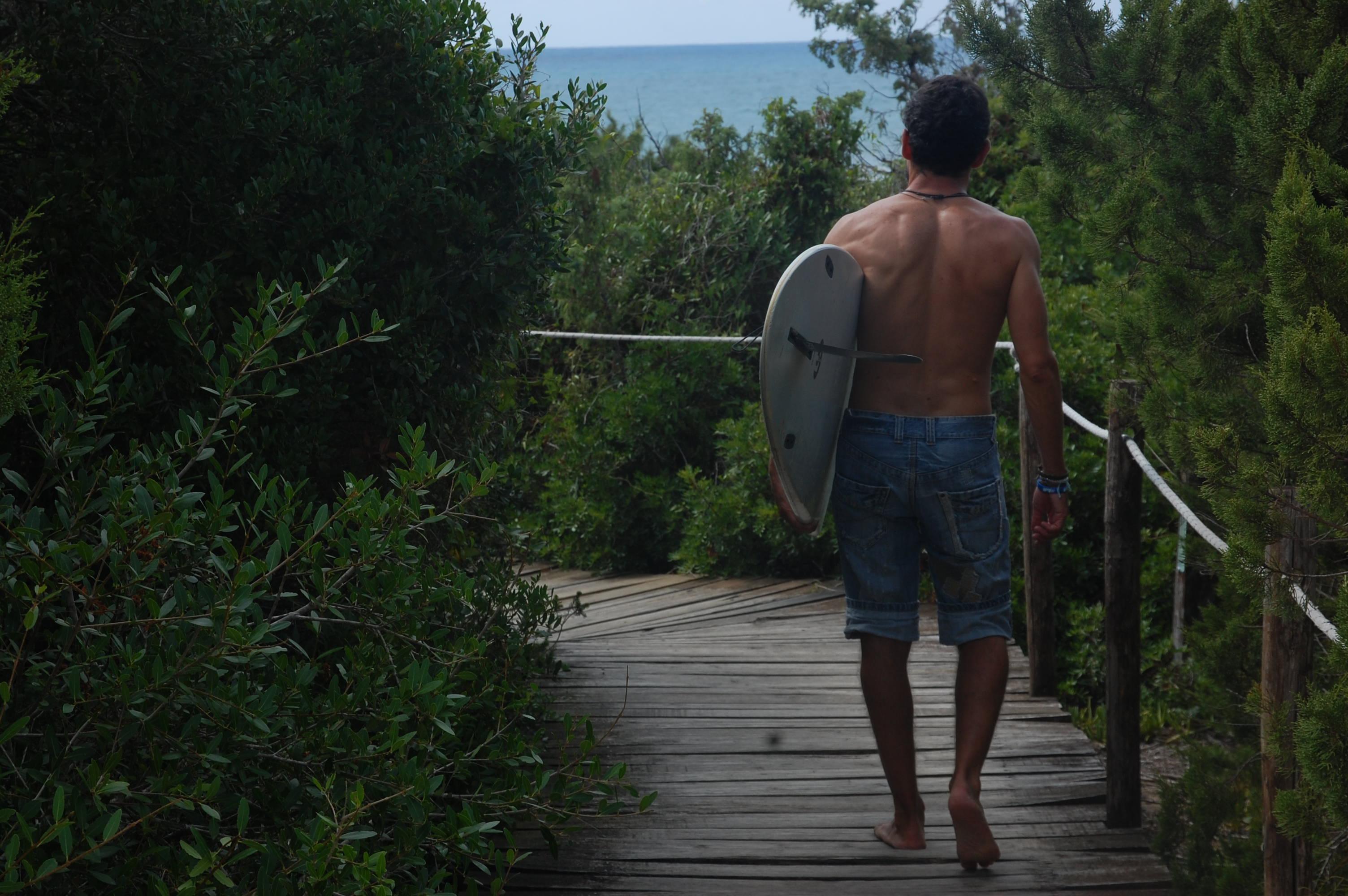 Luca Diodato e tavola da surf