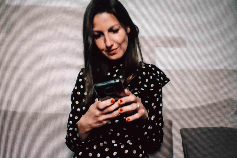 @YOURS Le foto di Clara - contatto con il mondo
